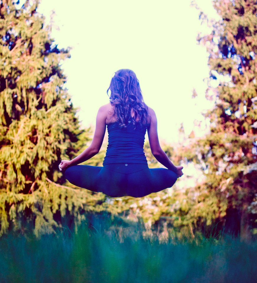 Laura Ahrens yoga Vilda Magazine